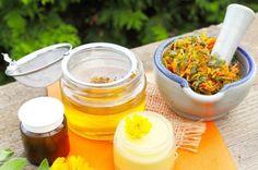 How to Make Calendula Cream To Beat Eczema Acne Dry Skin & Herbal Cure, Herbal Remedies, Natural Remedies, Skin Rash, Acne Skin, Dry Skin Causes, Dry Skin On Face, Skin Cream, Recipes