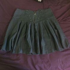 vintage skirt vintage button design. size M but fits like S. kind of on the short side. Forever 21 Skirts