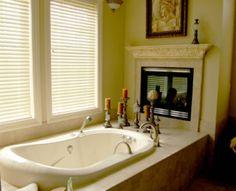 Badezimmer Designs mit Einbaukamine 2023