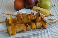 ESPETINHOS DE FRUTAS CARAMELIZADAS: A sobremesa pode surpreender. O ideal é utilizar frutas frescas da estação. Para isso, substitua as que estão fora de época.