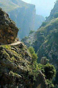 Ruta del Cares Asturias  SHOP:  www.seayogi.es   IG:  @seayogipalma      Ropa para Yoga   ---  Yoga apparel & Gear