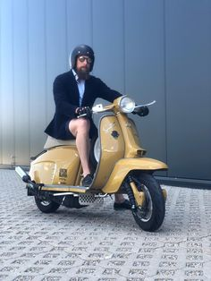 Vespa Excel, Lambretta Scooter, Motor Scooters, Bobber, How To Look Better, Mens Fashion, Motorbikes, Motors, Boats