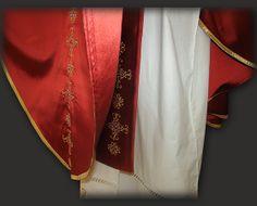 Casula rossa in seta ricamata: il fondo e la stola sacerdotale