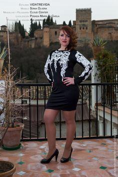 """Vestido negro de moda con decoración tipo """"tatuaje"""" en pecho y mangas, contrastando el tono, muy llamativo. Escote en la espalda. Material: Poliester + elastano. Tallas S, M y L. Precio: 25.95€"""