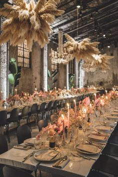 In a bouquet as a backdrop or part of an installation we are obsessed with the versatility of pampas grass. Lilac Wedding, Chic Wedding, Wedding Table, Floral Wedding, Fall Wedding, Wedding Colors, Wedding Flowers, Wedding Ideas, Modern Wedding Inspiration