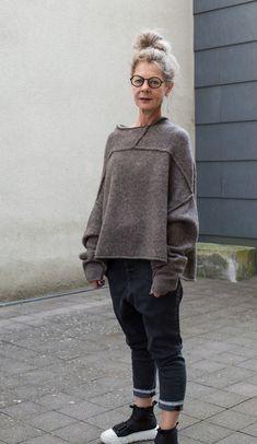 Mens Fashion Sweaters, Knit Fashion, Sweater Fashion, Fashion Outfits, Sporty Fashion, Mod Fashion, Arab Fashion, Mature Fashion, New York Fashion