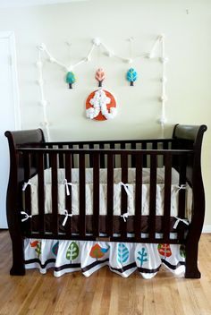 kojotutorial: appliqued crib skirt - so cute, and I can definitely apply this to my theme easy!