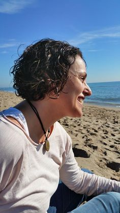 Me llamo Guillermina Simó, y Canalizo a la Maestra Kwan Yin; de la que recibo desde hace años, herramientas para la Sanación y Liberación del Linaje Femenino Ancestral. Comencé a recibir mensajes d…