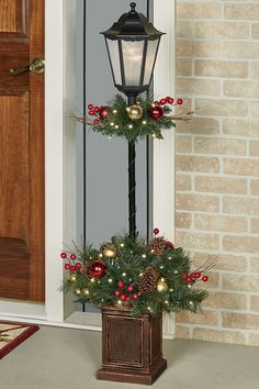Holiday Indoor Outdoor Lighted Lamp Post Topiary – The Best DIY Outdoor Christmas Decor Christmas Garden, Christmas Porch, Rustic Christmas, Christmas Lights, Christmas Fun, Christmas Wreaths, Christmas Ornaments, Christmas Topiary, Christmas Lamp Post