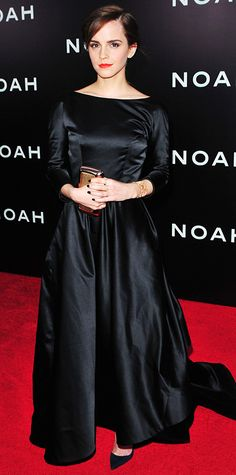 MARCH 2014 Emma Watson attended the Noah premiere in New York City in a black duchess satin Oscar de la Renta gown with a velvet bow. An Ana Khouri ear cuff, Jennifer Meyer rings, a Roger Vivier clutch and punchy orange lip finished the look. Star Fashion, Fashion Models, Fashion Beauty, Harry Potter Film, Celebrity Red Carpet, Celebrity Look, Emma Watson Style, Roger Vivier, Red Carpet Dresses