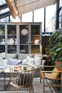 I ett vackert anrikt hus med liten trädgård i centrala Stockholm har hotellet Ett Hem skapats för dem som letar efter något mer personligt än ett vanligt lyxhotell. Husetbyggdes ursprungligen som en privatbostad av arkitekt Fredrik Dahlberg år 1910. Men när Jeanette Mix tog över huset hade hon en vision om att skapa ett hotell …