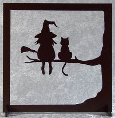 La sorcière et son chat - tableau silhouette en bois découpé A happy cut wood picture of the witch and her cat. Frame silhouette with a witch and a cat on a branch. Painted brown acrylic paint with wa Retro Halloween, Casa Halloween, Holidays Halloween, Happy Halloween, Adornos Halloween, Manualidades Halloween, Halloween Illustration, Diy Halloween Decorations, Halloween Crafts