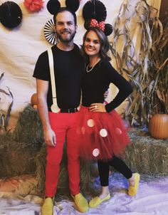Couples Halloween Costumes: Mickey Mouse & Minnie Mouse halloween costumes 20 Best DIY Couples Halloween Costumes That Can Be Worn in Front of Kids Easy Diy Couples Costumes, Disney Couple Costumes, Diy Costumes, Group Costumes, Zombie Costumes, Homemade Costumes, Homemade Halloween, Woman Costumes, Adult Costumes