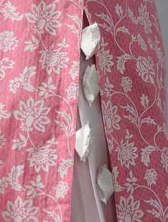 Kurti Sleeves Design, Sleeves Designs For Dresses, Kurta Neck Design, Dress Neck Designs, Blouse Designs, Hand Embroidery Dress, Kurti Embroidery Design, Embroidery Suits, Stylish Dresses For Girls