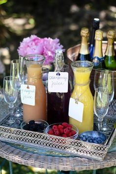 Bubbly Bar - love this for a brunch party or weekend guests. Bubbly Bar, Mimosa Bar, Champagne Bar, Champagne Breakfast, Bellini Bar, Champagne Gifts, Cocktails Bar, Brunch Drinks, Iced Tea