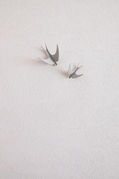 golondrinas colgador gris
