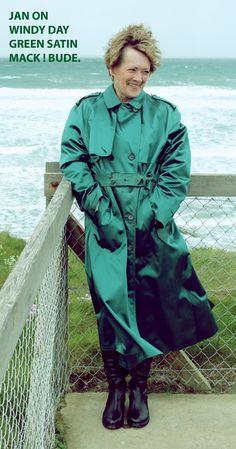 Rubber Raincoats, Rain Wear, Trench, Satin, Texture, How To Wear, Cotton, Vintage, Women