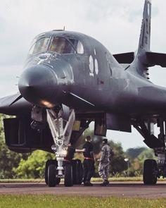 Love so much its design 😎👌🏻! ——————————————— - ✈️ Lancer - 🌎 Unknown - 📸 Unknown ——————————————— ⚡️ ᴀɴᴅ ᴅᴏɴ'ᴛ ғᴏʀɢᴇᴛ ᴛᴏ ᴛᴀɢ ʏᴏᴜʀ ᴘɪᴄ… Bomber Plane, Stealth Bomber, Jet Plane, Military Jets, Military Aircraft, Modern Fighter Jets, Us Navy, Air Force, Air Fighter