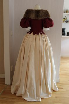 17th century bodice, skirt, coif and fur over my quilted petticoat, accessoriced with a string of pearls
