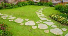 Картинки по запросу chodník přes trávník