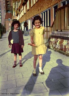 Anne Frank and her friend Sanne Ledermann in Merwedeplein, Amsterdam, 1935 - Limited Edition 1 of 1 coloured photograph Art Print Anne Frank, Margot Frank, Frank Martin, Native American History, African American History, Horrible Histories, Harriet Tubman, Historical Pictures, Vintage Photos