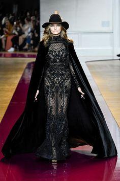 Guarda la sfilata di moda Zuhair Murad a Parigi e scopri la collezione di abiti e accessori per la stagione Alta Moda Autunno-Inverno 2016-17.