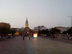 Camellón de los Mártires en frente de la Torre del Reloj