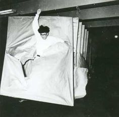 Gutai. Some English text at http://articide.com.pagesperso-orange.fr/gutai/fr/ss.htm