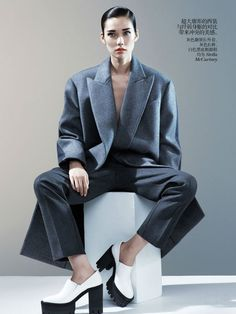 Love pretty girls in manly suits! Chinese vogue