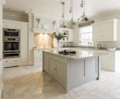 If you want a luxury kitchen, you probably have a good idea of what you need. A luxury kitchen remodel […] Kitchen Island Decor, Modern Kitchen Island, Open Plan Kitchen, Rustic Kitchen, New Kitchen, Kitchen White, Smart Kitchen, Kitchen Islands, Cream And Grey Kitchen