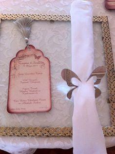 Zeyno & Serdar kelebek peçeteliklerimiz görülmeye değer. http://dugun.com/makaleler/oku/249/bir-dugun-bir-hikaye-zeyno-serdar