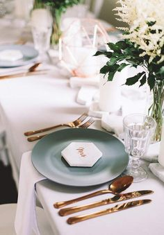 Creating Modern Wedding Tablescapes
