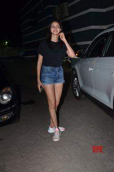 Actress Without Makeup, Deepika Padukone Style, Vogue India, Teen Fashion Outfits, Denim Skirt, Bollywood, Mini Skirts, Actresses, Beauty