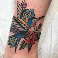 Scored a sweet walk-in at the end of the night. Tattoos Mandala, Vine Tattoos, Flower Tattoos, Sleeve Tattoos, Cool Tattoos, Tatoos, Traditional Tattoo Hummingbird, Traditional Tattoo Bird, Hummingbird Tattoo