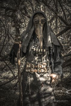 Steampunk Plague Doctor Costume : 3 Steps (with Pictures) - Instructables Witch Doctor, Plauge Doctor, Costume Steampunk, Steampunk Fashion, Steampunk Clothing, Larp, Plague Dr, Costume Original, Special Effects