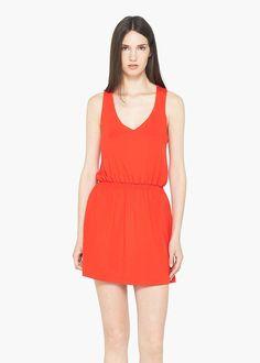 Kleid aus fließendem Stoff mit gekreuzten Trägern. V-Ausschnitt, seitlicher Reißverschluss und Futter. ZUSAMMENSETZUNG: 92% VISKOSE, 8% ELASTHAN. FUTTER: 100% POLYESTER....