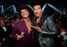 Lionel Richie and Bruno Mars! Brunooooo U mark won tha grammyyy at the Annual GRAMMY Awards on Feb. 15 in Los Angeles Bruno Mars, Lionel Richie, Grammy Awards 2016, U Mark, Leo Star, Uptown Funk, Old Singers, Demi Lovato, Rolling Stones