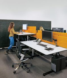 k nig neurath talo s elektromotorisch h henverstellbarer schreibtisch schreibtische. Black Bedroom Furniture Sets. Home Design Ideas