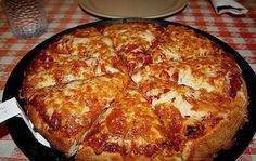 October is National Pizza Month. Are you among the of Americans who regularly eats pizza? Here are fun facts about pizza for National Pizza Month! I Love Pizza, Perfect Pizza, Best Pizza Dough, Pizza Hut, Pizza Food, Deep Dish, Pizza Legal, Pizza Recipes, Cooking Recipes