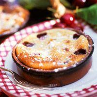 Découvrez la recette clafoutis aux prunes sur cuisineactuelle.fr.