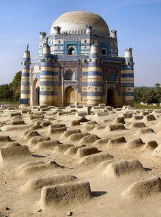 Uch Sharif, Pakistan by Arnim Schulz Uch o Uch Sharif es una ciudad histórica de Punjab , Pakistán , también conocido como Alejandría en el Indo.