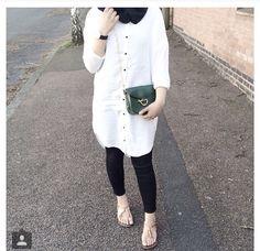 Black and white ♥ Modest Fashion Hijab, Hijab Casual, Hijab Chic, Abaya Fashion, Hijab Outfit, Casual Outfits, Fashion Outfits, Islamic Fashion, Muslim Fashion