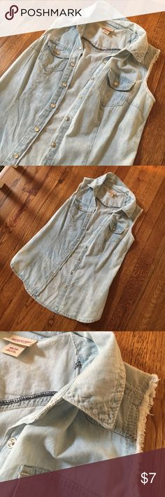 Sleeveless button up Small arm holes, will only fit XS • worn once/new condition • if you have any questions, please comment! Mossimo Supply Co. Tops Button Down Shirts