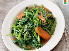 Easy recipe for Stir-fried Spinach with Ikan Bilis, a very homely vegetable dish.