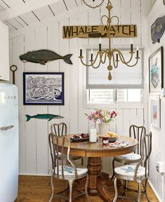 CHIC COASTAL LIVING: Martha's Vineyard Cottage that has been updated but retains it's original charm.