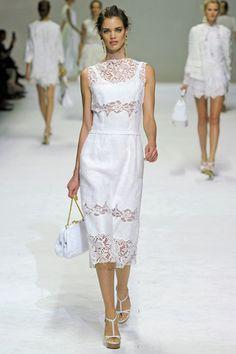 Dolce & Gabbana Spring 2011 Ready-to-Wear Fashion Show Collection: See the complete Dolce & Gabbana Spring 2011 Ready-to-Wear collection. Look 16 Runway Fashion, Fashion Show, Fashion Design, Milan Fashion, Lace Dress, Dress Up, Short Dresses, Summer Dresses, Affordable Wedding Dresses
