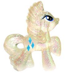 My Little Pony blind bag Rarity glitter version 1 - Tesla's Toys My Little Pony Rarity, All My Little Pony, Little Pony Party, My Little Pony Friendship, Little Girl Toys, Toys For Girls, Mermaid Cupcake Cake, Unicorn Fashion, Toy Boxes