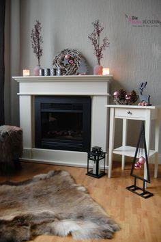 Ein Kamin und die unterschiedlichsten Möglichkeiten ihn weihnachtlich zu dekorieren...Variante 1 (grau und rosa)!