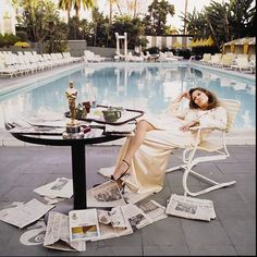 Follow us tonight on twitter @sothebys for live commentary from our Jewelry specialists, as they identify all the makers, trends and serious style on the #Oscars red carpet. Live tweeting kicks off at 6pm EST!  Pictured here: Terry O'Neill's 'Faye Dunaway at The Beverly Hills Hotel', on offer in our upcoming Photographs sale on 1 April in NYC.