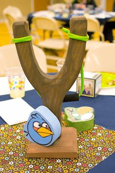 Angry Birds sling shot centerpieces that the kids get to take home as a party favor.  Great idea!